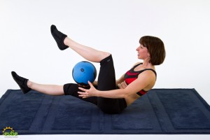 mb41_medicine_ball_workouts_figure_8_crunch3-300x200