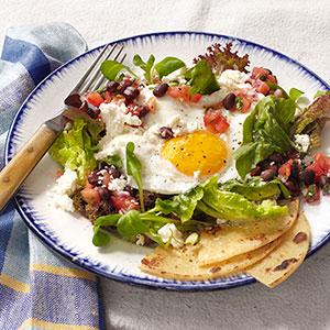 huevos-rancheros-salad-recipe-clv0214-de
